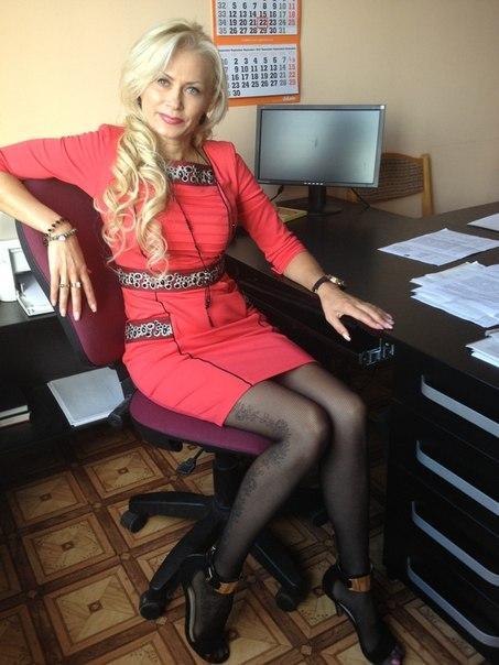 jenaveve-jolie-wife-at-work-nude-top