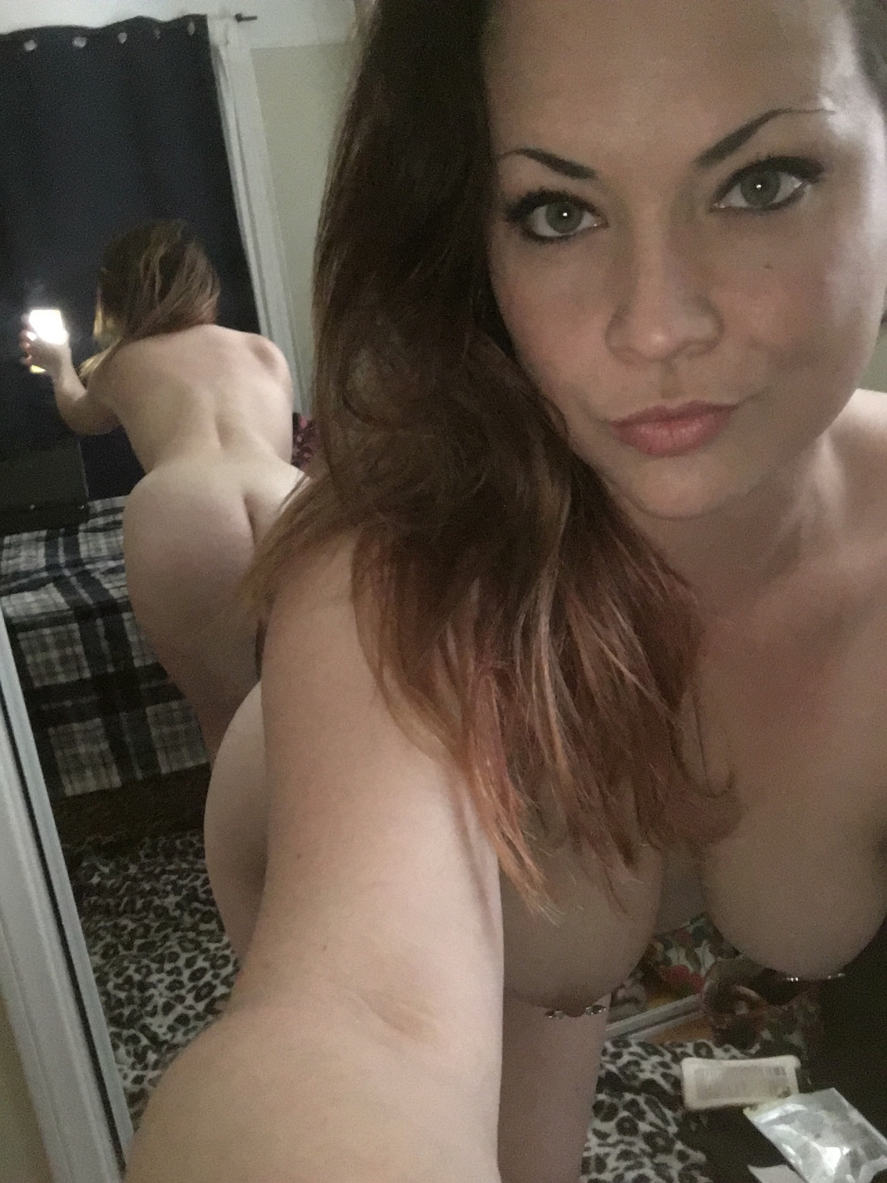 Wife share nude photo