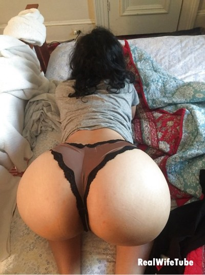 big booty cheating housewife